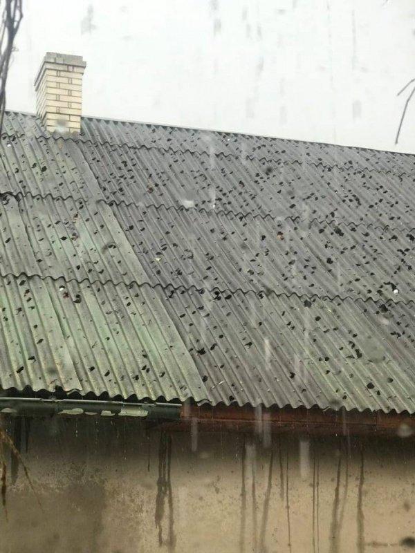 Дахи будинків та автомобілі стали схожими на сито: в сусідній області негода наробила лиха (ФОТО, ВІДЕО), фото-3