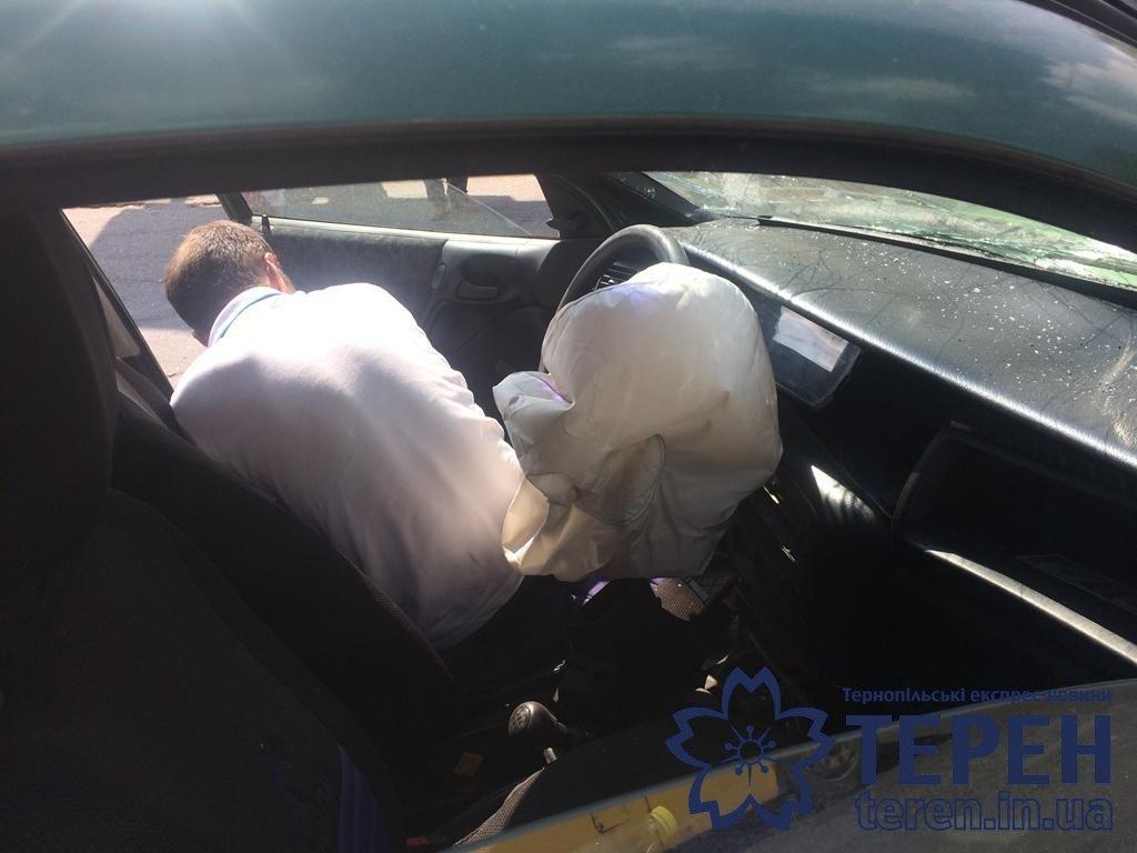 """""""Удар такої сили був, що вирвало ківш"""": з'ясувалися подробиці ДТП у Тернополі, в якій легковик зіткнувся із екскаватором (ФОТО), фото-4"""