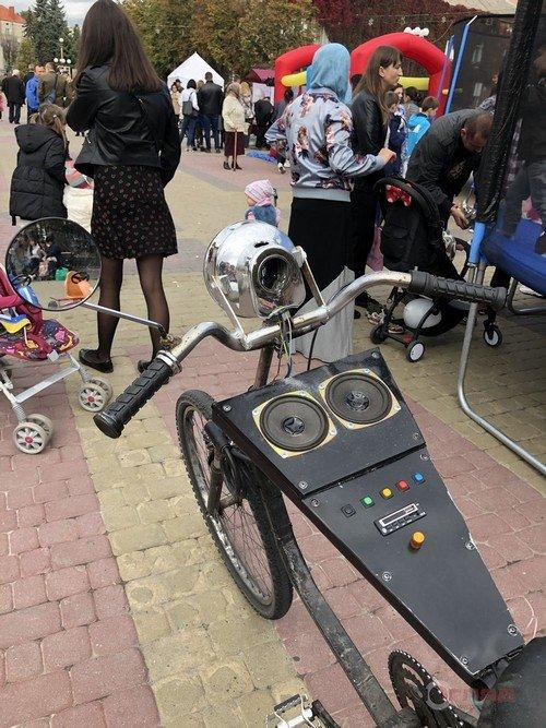 """""""Синхронізується із телефоном"""": тернополянин виготовив із металобрухту унікальний велосипед (ФОТО), фото-2"""