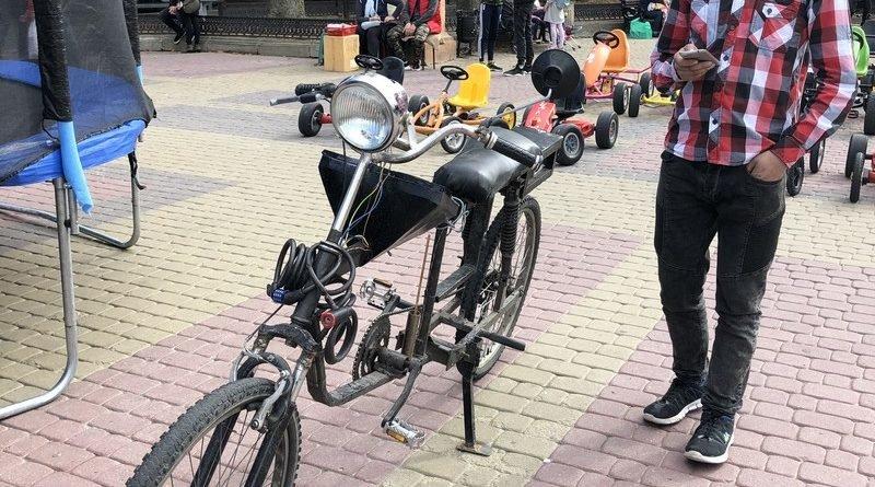 """""""Синхронізується із телефоном"""": тернополянин виготовив із металобрухту унікальний велосипед (ФОТО), фото-3"""