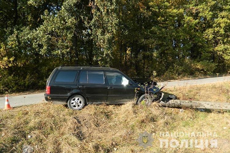 На Тернопільщині молода мама в'їхала в електроопору й травмувала своїх дітей: вони у важкому стані, фото-1