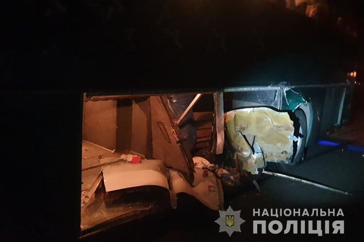 На Тернопільщині  іноземець протаранив автобус з двома десятками дітей: пасажирка легківки від отриманих травм померла дорогою до лікарні..., фото-2