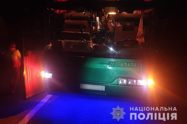 На Тернопільщині  іноземець протаранив автобус з двома десятками дітей: пасажирка легківки від отриманих травм померла дорогою до лікарні..., фото-1