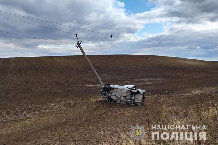Шокуюча ДТП на Тернопільщині: автомобіль на великій швидкості врізався в електроопору (ФОТО), фото-2