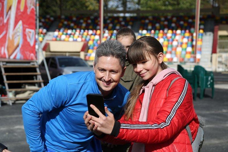 """""""Дітям на фізкультурі нецікаво, їх лякають """"козли"""": відомий шоумен приїхав до Тернополя, аби поганяти м'яча із дітьми (ФОТО), фото-5"""