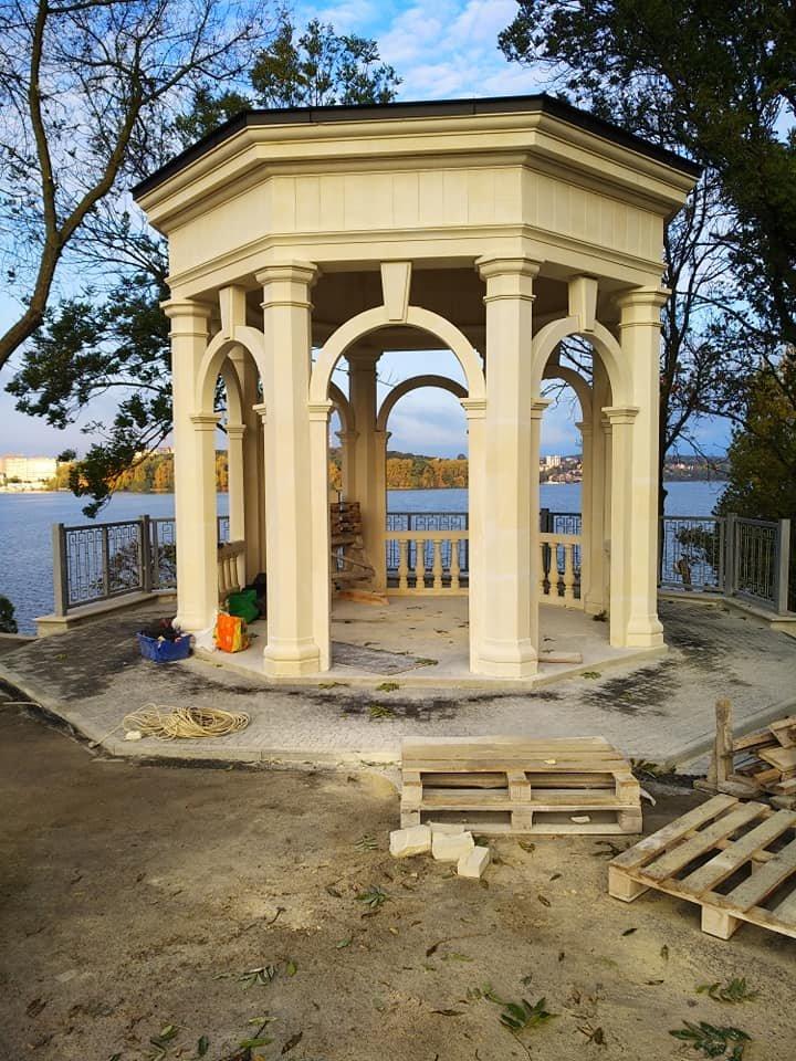 Стала не гірша, ніж була: реконструкція альтанки поблизу озера у Тернополя - завершилась (ФОТОФАКТ), фото-1