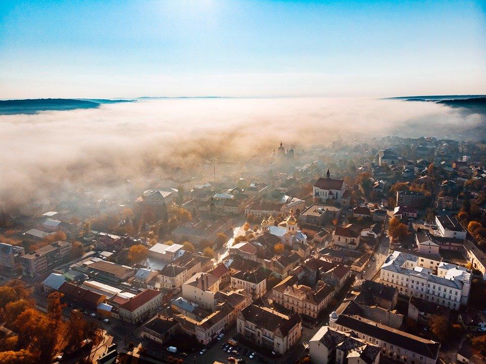"""""""Як з книжки казок"""": неймовірні світлини містечка на Тернопільщині, оповитого туманом (ФОТО), фото-3"""