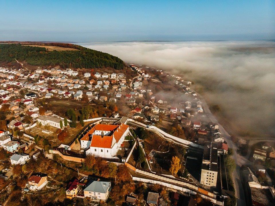 """""""Як з книжки казок"""": неймовірні світлини містечка на Тернопільщині, оповитого туманом (ФОТО), фото-4"""