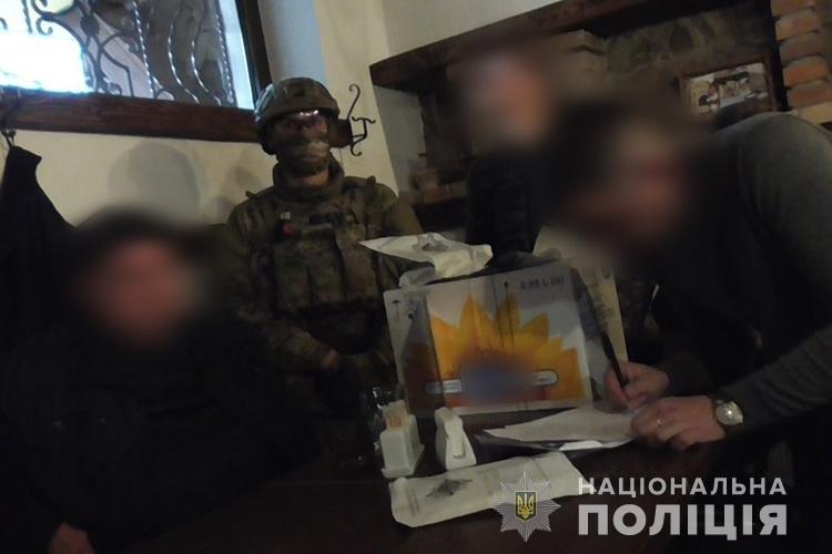 Як у  Тернополі правоохоронці спільно з СБУ затримали вимагачів (ФОТОФАКТ), фото-1
