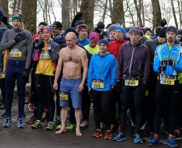 """У Тернополі чоловік 27 км пробіг босим, вдягнувши тільки шорти, і встановив перший """"зимовий рекорд"""" (ФОТО), фото-1"""