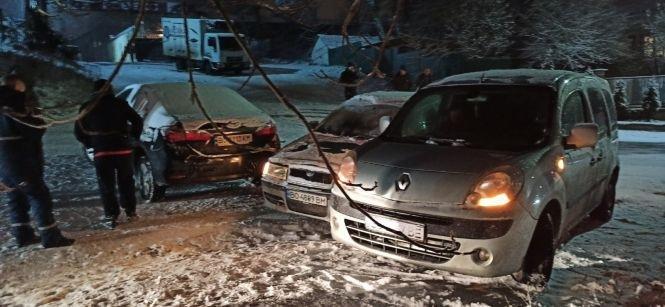 Через ожеледицю у Тернополі за один вечір сталося відразу кілька ДТП (ФОТО), фото-4