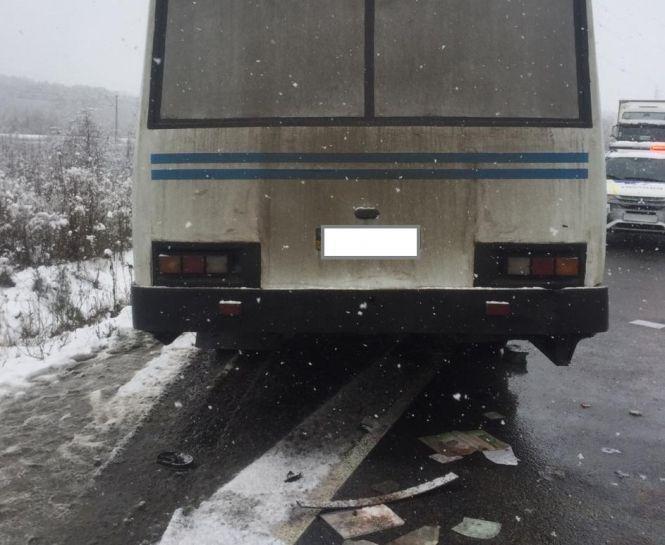 У ДТП під Тернополем загинула жінка, вилетівши крізь вікно автомобіля під колеса іншого авто (ФОТО), фото-2