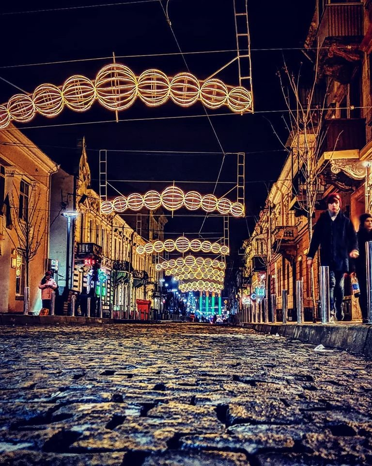 У Тернополі над вулицею Чорновала зафіксували сяючі кулі (ФОТО), фото-1