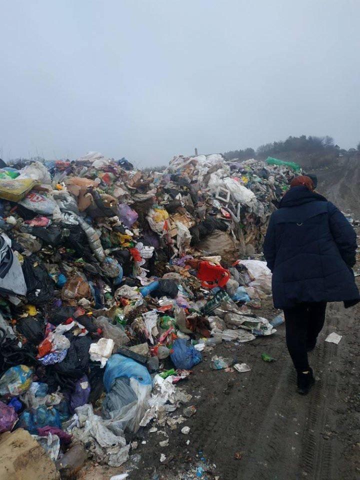 На Тернопільщину знову таємно вивезли гору незаконного сміття (ФОТОФАКТ), фото-1