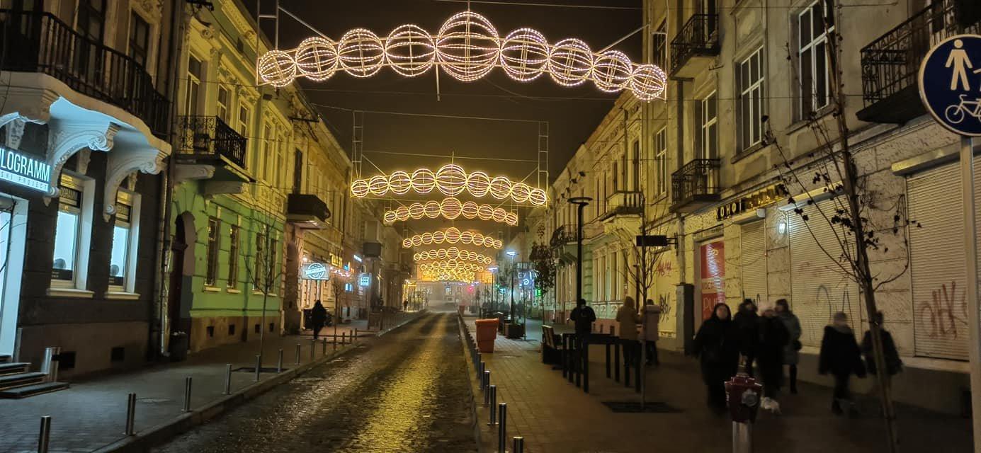 У Тернополі засяяла  новою ілюмінацією центральна вулиця міста (ФОТОФАКТ), фото-2