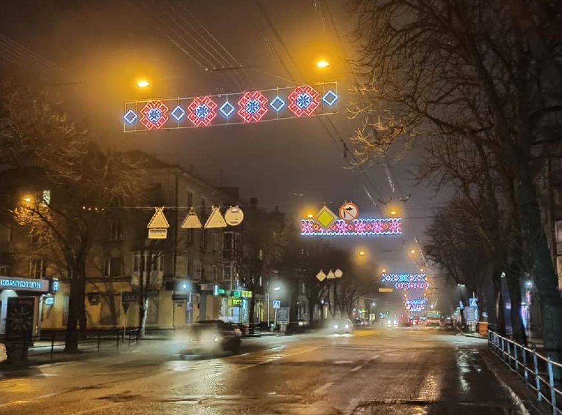 У Тернополі засяяла  новою ілюмінацією центральна вулиця міста (ФОТОФАКТ), фото-4