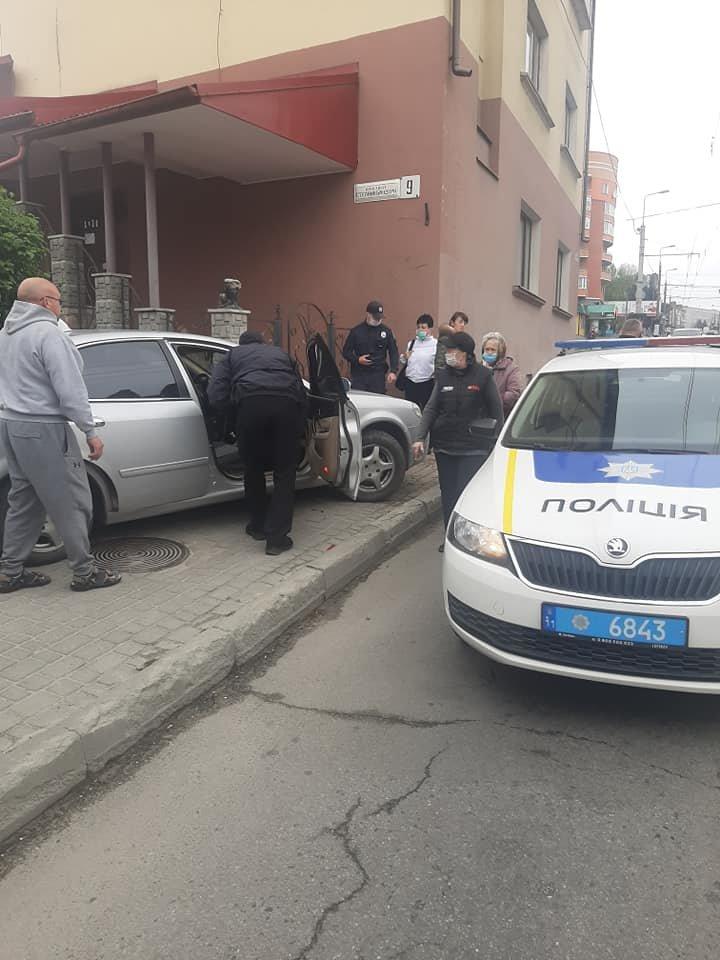 У водія тернопільського таксі стався припадок прямо під час руху авто з пасажирами (ФОТО), фото-2