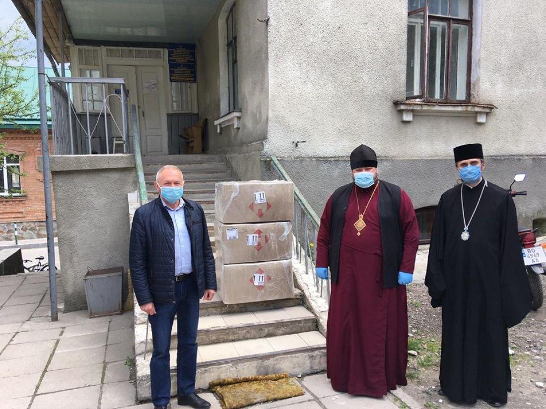 Два єпископи поїхали у Почаїв та привезли допомогу місцевим медикам (ФОТО), фото-1