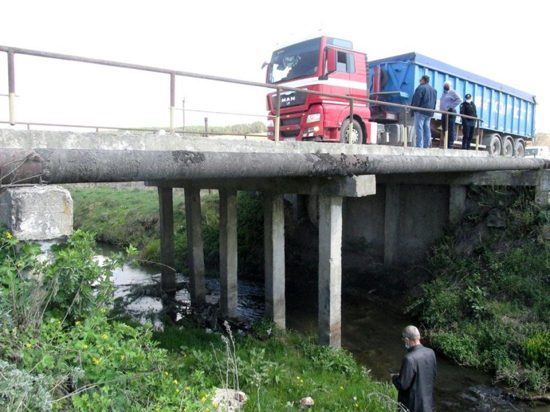 На Тернопільщині річка руйнує несучі конструкції автомобільного мосту (ФОТО), фото-1