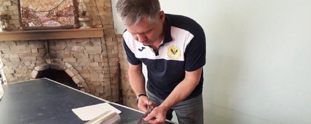 Тернопільський тренер з віндсерфінгу на карантині з вітрильної плівки робить захисні щитки (ВІДЕО), фото-4