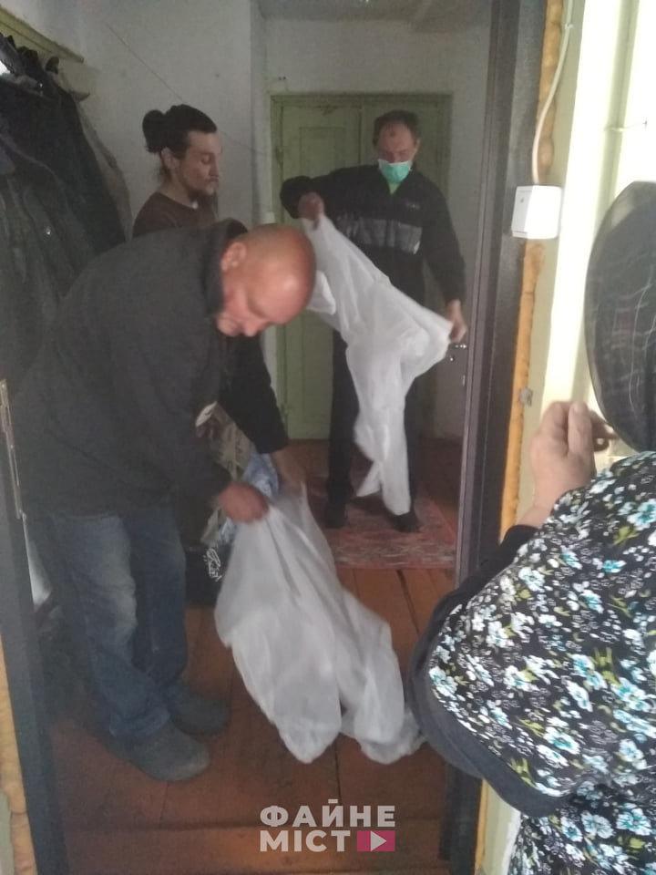 """""""Без спеціального мішка для тіла - ніяк"""": на Тернопільщині похоронили ще одного померлого від коронавірусу (ФОТО, 18+), фото-1"""