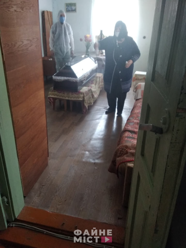 """""""Без спеціального мішка для тіла - ніяк"""": на Тернопільщині похоронили ще одного померлого від коронавірусу (ФОТО, 18+), фото-2"""