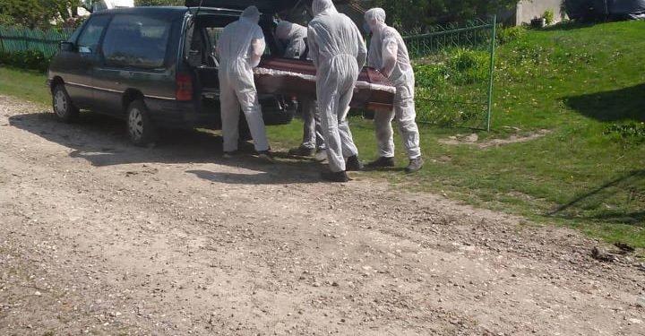 """""""Без спеціального мішка для тіла - ніяк"""": на Тернопільщині похоронили ще одного померлого від коронавірусу (ФОТО, 18+), фото-5"""