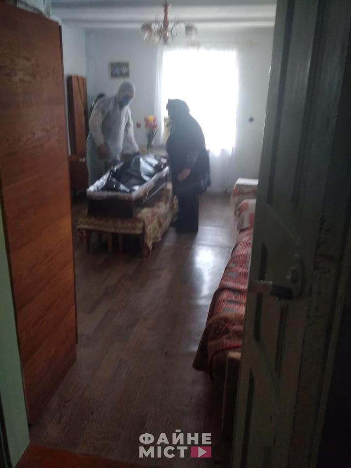 """""""Без спеціального мішка для тіла - ніяк"""": на Тернопільщині похоронили ще одного померлого від коронавірусу (ФОТО, 18+), фото-6"""