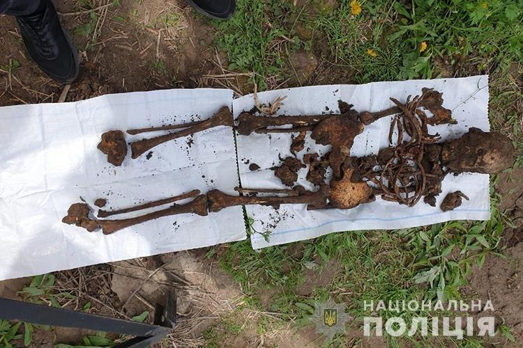 Людські рештки розкопали на приватному господарстві на Теребовлянщині (ФОТО, +18), фото-1