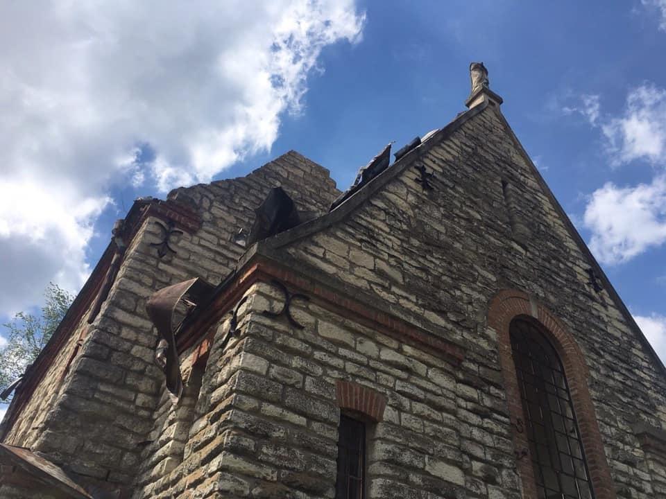 """На Тернопільщині шквальний вітер """"здер"""" частину даху з костелу (ФОТО), фото-1"""
