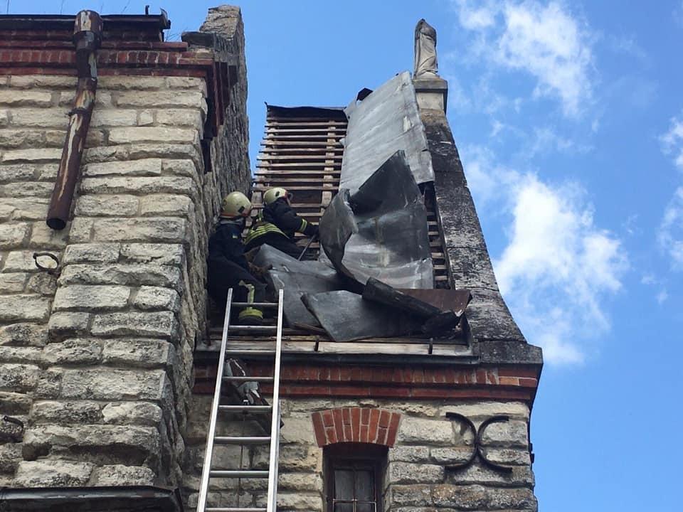 """На Тернопільщині шквальний вітер """"здер"""" частину даху з костелу (ФОТО), фото-2"""