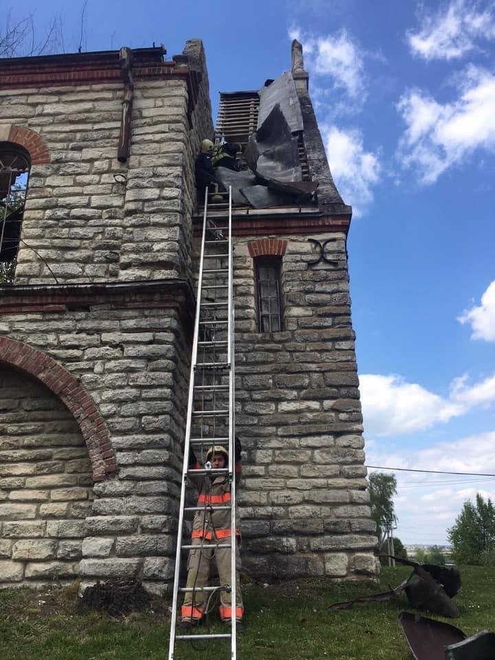 """На Тернопільщині шквальний вітер """"здер"""" частину даху з костелу (ФОТО), фото-4"""