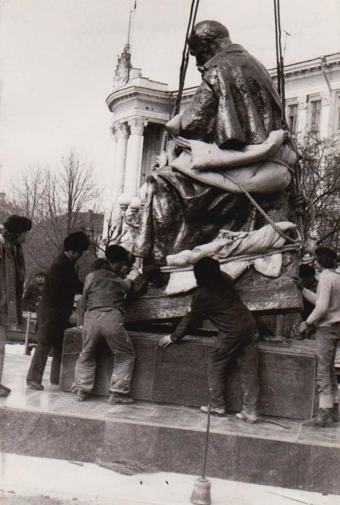 Оприлюднено чорно-білі світлини встановлення пам'ятника Тарасу Шевченку у Тернополі (ФОТОРЕПОРТАЖ), фото-6