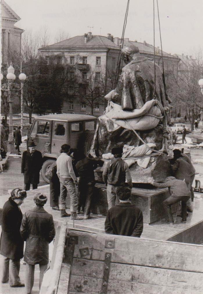 Оприлюднено чорно-білі світлини встановлення пам'ятника Тарасу Шевченку у Тернополі (ФОТОРЕПОРТАЖ), фото-4