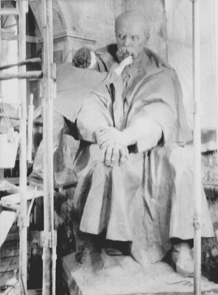 Оприлюднено чорно-білі світлини встановлення пам'ятника Тарасу Шевченку у Тернополі (ФОТОРЕПОРТАЖ), фото-1