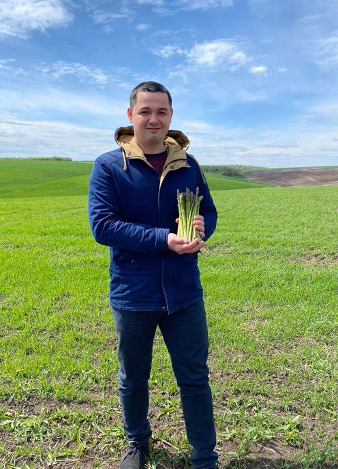 Хто не ризикує, той не їсть спаржі: фермер на Тернопільщині вирощує вісім сортів делікатесного овоча (ФОТО), фото-1