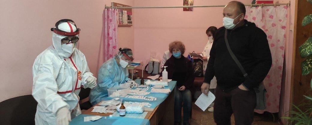 У Тернополі 126 водіїв тролейбусів і комунальних автобусів, кондукторів, диспетчерів й таксистів протестували на коронавірус  (ФОТО), фото-5