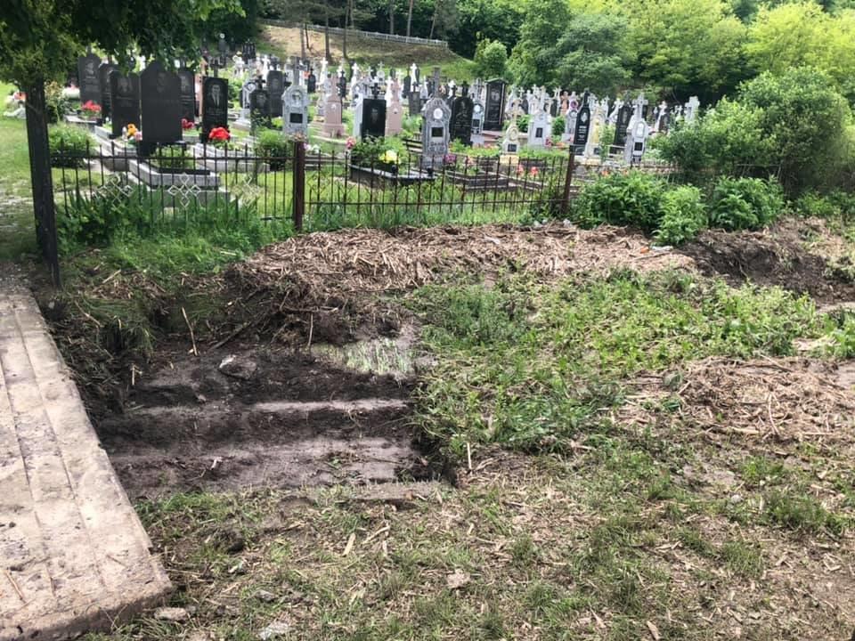 Купа води і сміття: на Тернопільщині через чуже недбальство затопило кладовище, фото-3