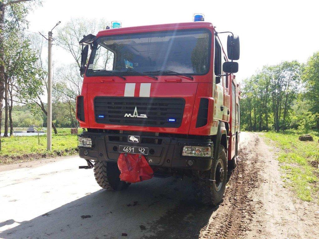 На Тернопільщині автобус злетів у кювет: його витягували рятувальники (ФОТОФАКТ), фото-3