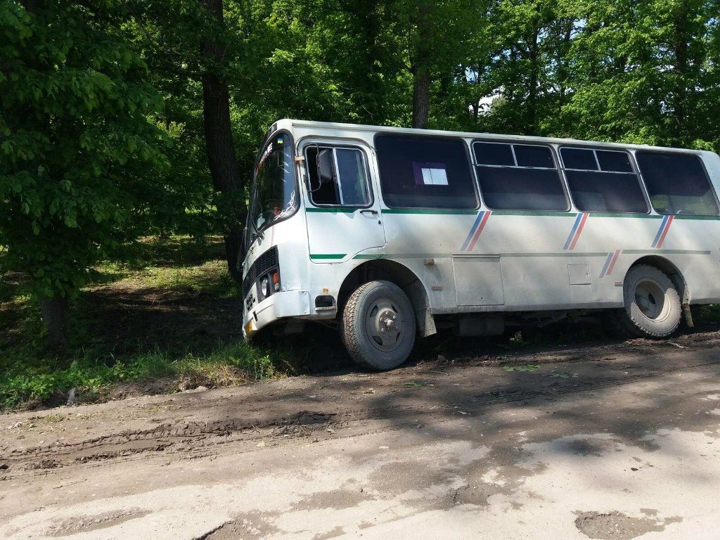 На Тернопільщині автобус злетів у кювет: його витягували рятувальники (ФОТОФАКТ), фото-4