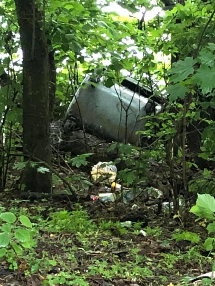 """Скинули контейнери у воду: як у Тернополі """"оцінили"""" заклик не смітити в лісі (ФОТО), фото-2"""