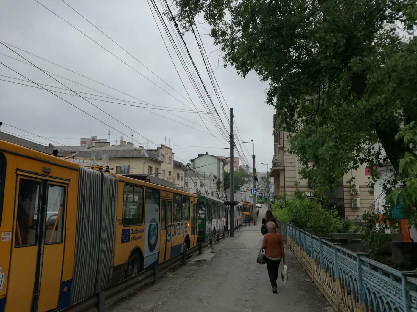 ДТП у Тернополі: утворився гігантський затор із тролейбусів (ФОТО), фото-4