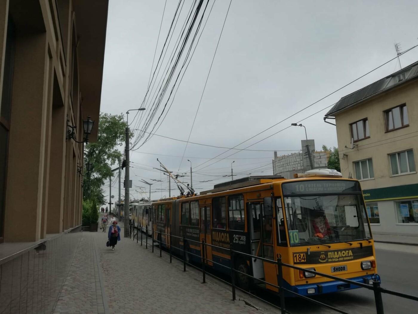 ДТП у Тернополі: утворився гігантський затор із тролейбусів (ФОТО), фото-1
