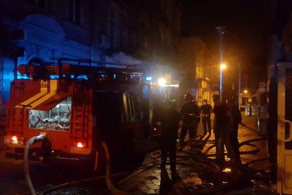 У Тернополі посеред ночі горів відомий паб, людей евакуювали (ФОТО), фото-2