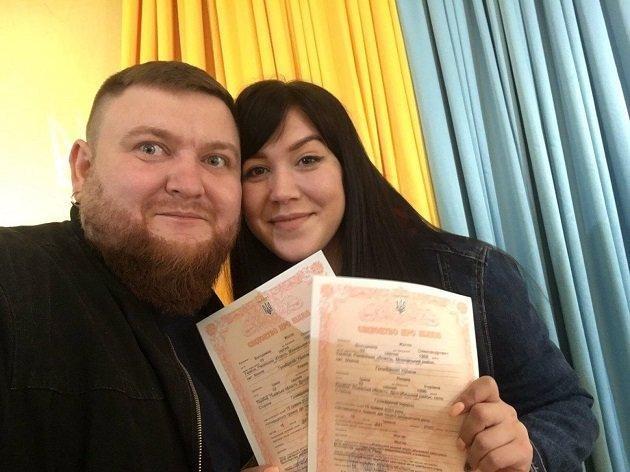 """""""Розписалися у відповідності з усіма карантинними нормами"""": одружився відомий комік з Тернополя, фото-1"""
