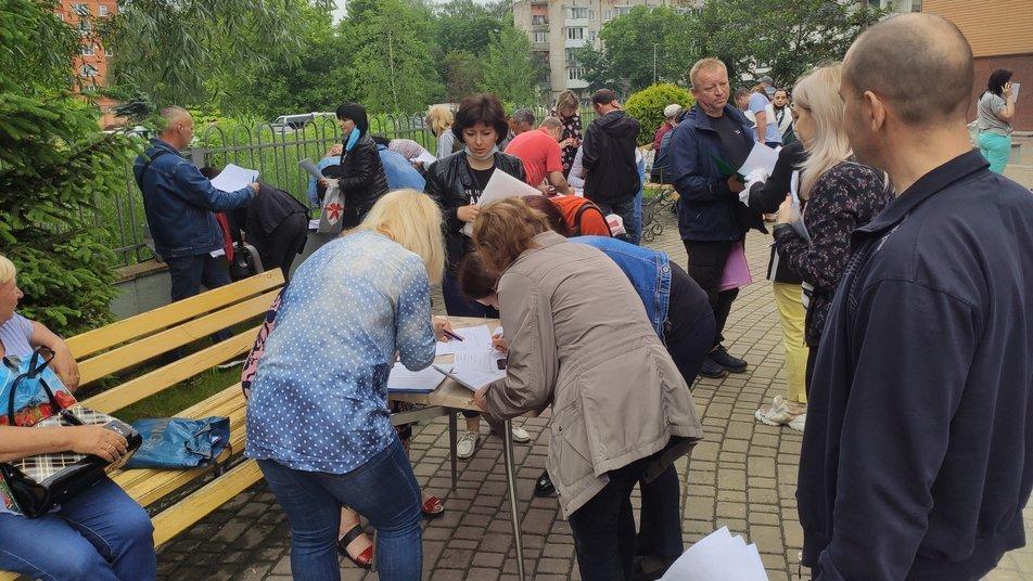 У Тернополі біля центру зайнятості утворилися черги з підприємців (ФОТО), фото-2