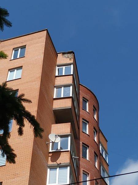 У Тернополі блискавка вдарила у житловий будинок: постраждала навіть сусідня будівля (ФОТО), фото-1