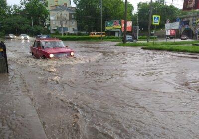 """""""Стрімкий потік"""": після зливи у Тернополі автомобілі """"плавали"""" вулицями (ФОТОФАКТ), фото-2"""