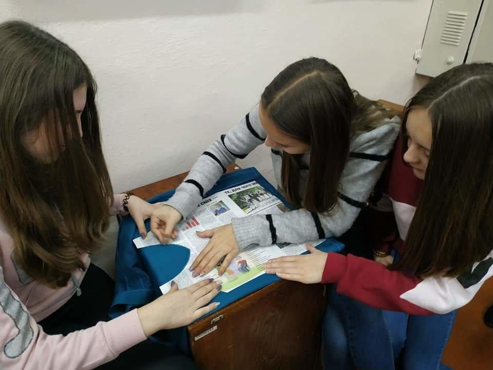 На Тернопільщині школярі відмовились від поліетиленових пакетів і взялись за пошиття екосумок (ФОТО), фото-1
