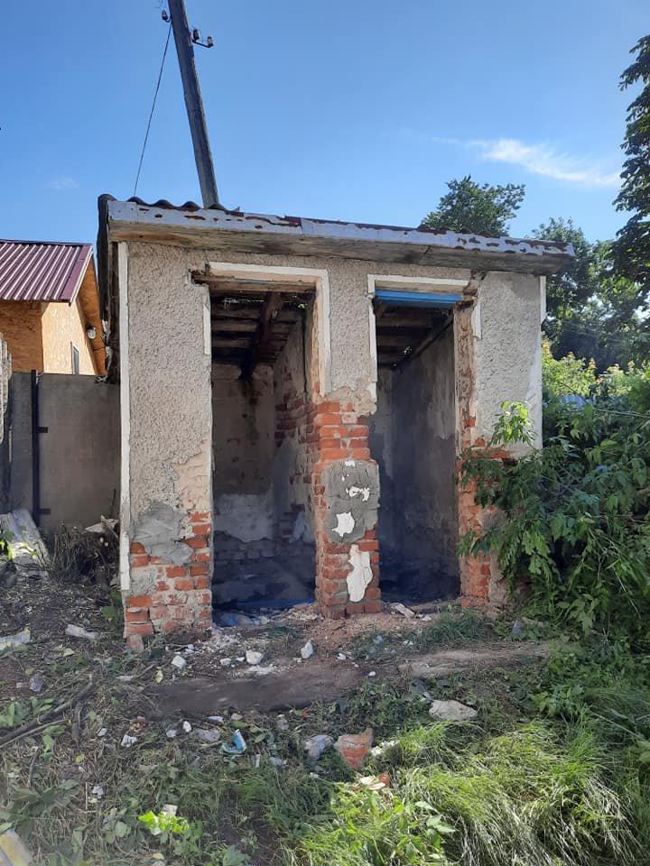 """""""Це жах"""": на Тернопільщині з єврейських надгробків зробили сходи до двірного туалету (ФОТО), фото-3"""